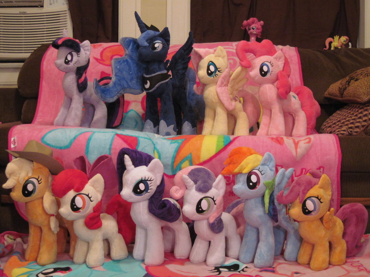 Plushy ponies by blackout...
